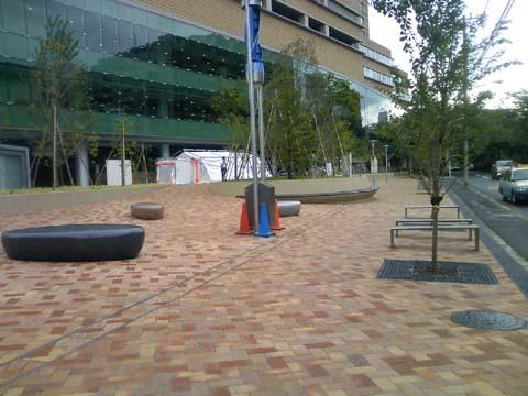 帝京大学病院 前庭.jpg
